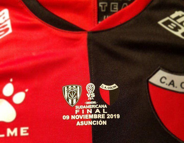 Camiseta que usará Colón de Santa Fe para jugar la final de la Copa Sudamericana
